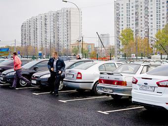 В Москве предложили штрафовать за неправильную парковку на платных стоянках