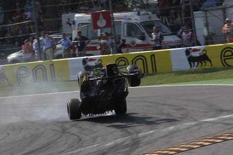 Пилот Scuderia Toro Rosso так и не понял причину собственного вылета. Фото 1