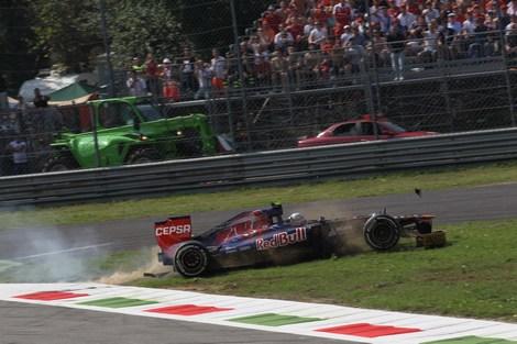Пилот Scuderia Toro Rosso так и не понял причину собственного вылета. Фото 2