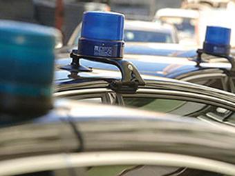 Депутаты предложили разрешить водителям не пропускать чиновников с мигалками