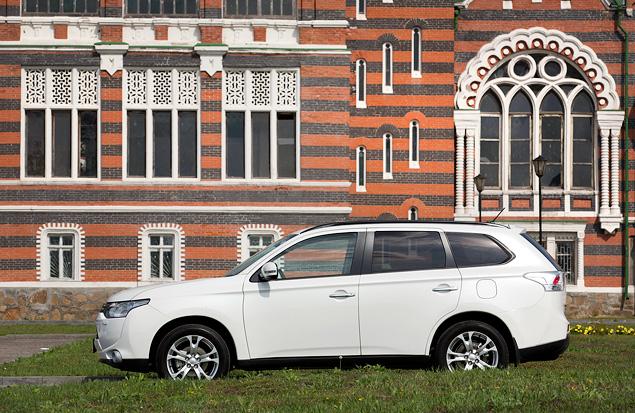 Тест-драйв Mitsubishi Outlander, который стал внедорожником лишь на бумаге. Фото 8