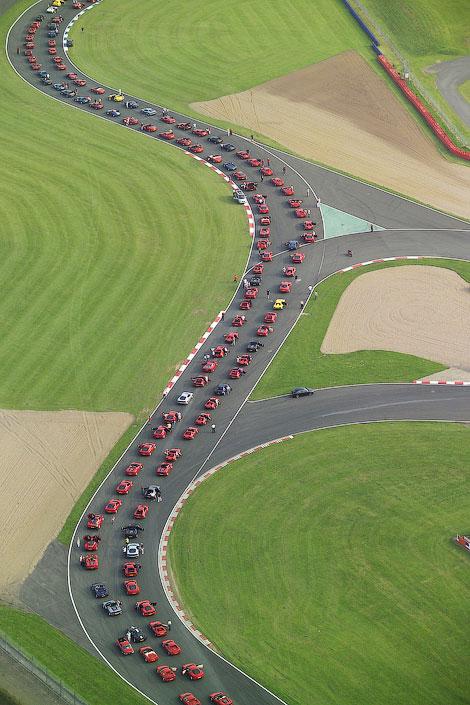 На трек в Сильверстоуне приедут 1000 автомобилей Ferrari
