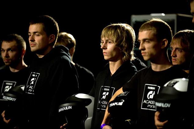 Как из обычных геймеров делают профессиональных гонщиков. Фото 14