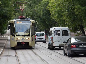 Депутаты предложили пустить водителей на встречные трамвайные пути