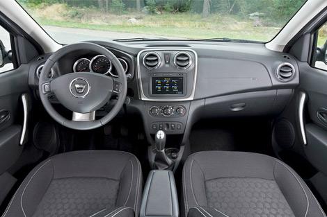 Модель дебютирует вместе со вторым поколением седана Logan. Фото 1