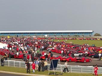 Британцы собрали вместе рекордное количество спорткаров Ferrari