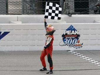 Финальную гонку INDYCAR остановили ради фанатов