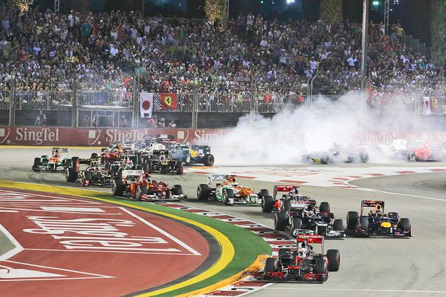 Сход Хэмилтона подарил Феттелю победу на Гран-при Сингапура. Фото 1
