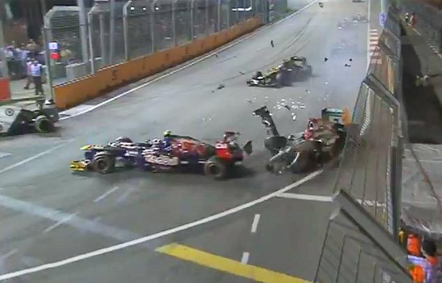 Сход Хэмилтона подарил Феттелю победу на Гран-при Сингапура. Фото 5