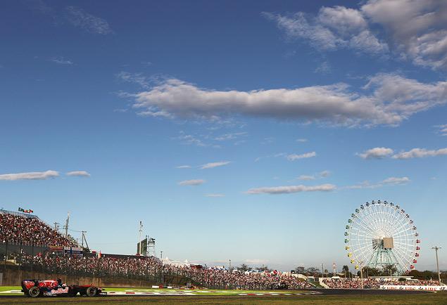 Сход Хэмилтона подарил Феттелю победу на Гран-при Сингапура. Фото 6