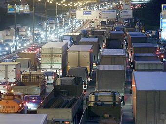 Грузовики прекратят пускать на МКАД с 1 февраля 2013 года