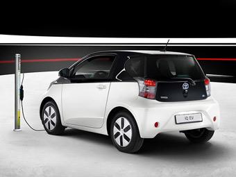 Toyota продаст 100 электрических компакт-каров iQ
