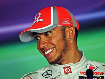 Команда McLaren согласилась увеличить зарплату Хэмилтону