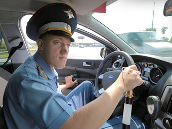 Московских полицейских заставят пересдать на права