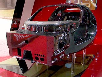 Компания Ferrari показала в Париже монокок преемника Enzo