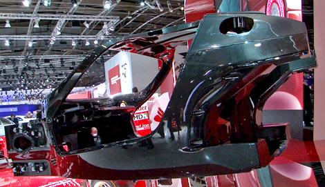 В разработке конструкции участвовал конструктор болидов Формулы-1