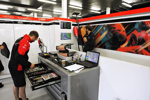 Как устроена работа команд Формулы-1 во время гонок. Фото 3