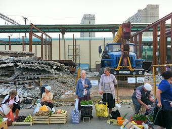 Два московских рынка превратят в парковки