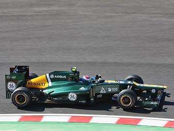 На тренировке Формулы-1 у Петрова отлетело заднее антикрыло