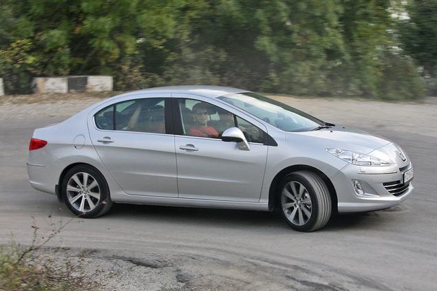 Тест-драйв бюджетного седана Peugeot 408 с дизельным мотором. Фото 9