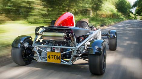 Спорткар получил небольшие изменения в дизайне и более мощный наддувный мотор