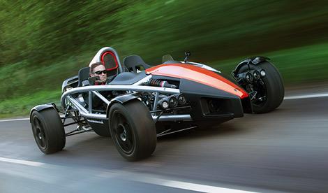 Спорткар получил небольшие изменения в дизайне и более мощный наддувный мотор. Фото 1