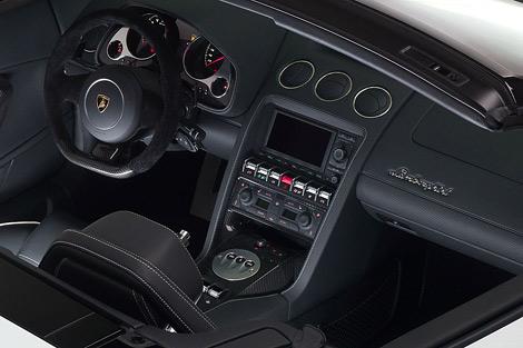 Суперкар получил новый передний и задний бампер. Фото 3