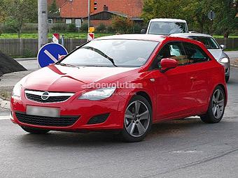 Seat замаскировал трехдверный Leon под Opel Astra