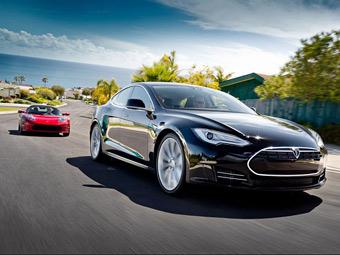 """""""Тесла"""" обменяет старые родстеры на новые электрокары"""