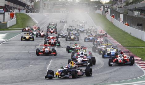 В последней гонке сезона российский пилот уступил титул бельгийцу Штоффелю Вандорну