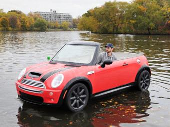 """Компания MINI превратила кабриолет """"Купер"""" в лодку"""