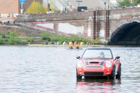 """Лодка выполняла функцию """"машины безопасности"""" в ходе регаты. Фото 2"""