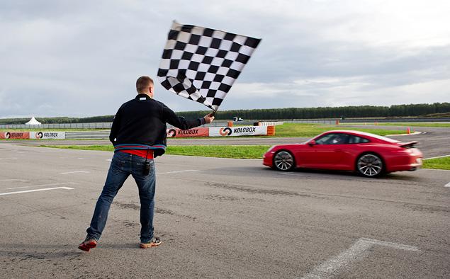 Ездим боком и меняем колеса на третьем этапе Porsche Media Academy. Фото 11