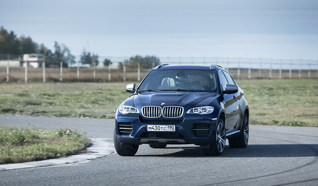 Сравниваем супервнедорожник BMW X6 M с супердизелем M50d. Фото 8