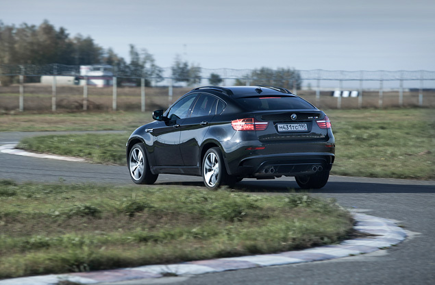 Сравниваем супервнедорожник BMW X6 M с супердизелем M50d. Фото 16