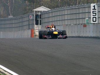 Феттель занял первое место в тренировке Гран-при Индии