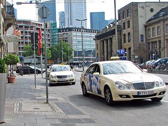 Авария спасла немецкого таксиста от смерти из-за конфеты