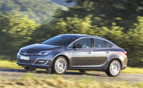 Вместе с седаном Astra на российском заводе GM выпускают четыре модели. Фото 1