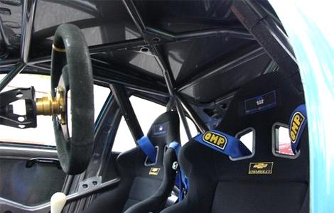 Мотор V8 трекового компакт-кара развивает 520 лошадиных сил. Фото 2