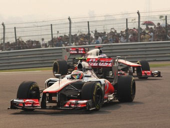 Пилоты McLaren опередили конкурентов в тренировке Гран-при Абу-Даби