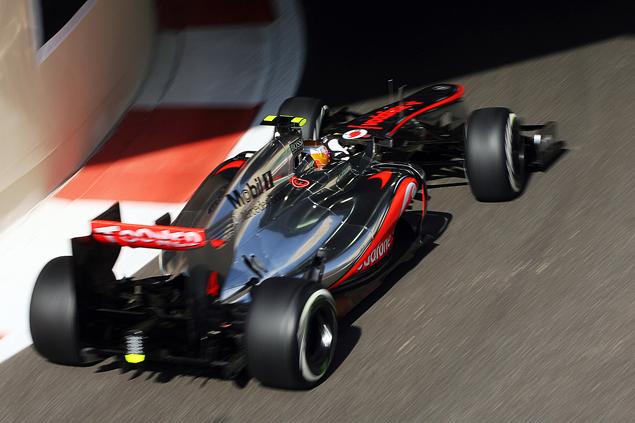 Формула-1 устроила шоу в Абу-Даби. Фото 1