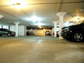 В московских дворах предложили строить подземные паркинги