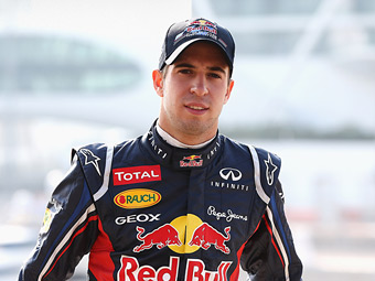 Гонщик Red Bull показал лучшее время на тестах Формулы-1