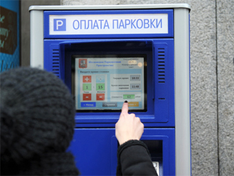 Почти половина москвичей не платит за парковку в центре