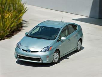 """Тойота"" продала за год рекордное количество гибридов"