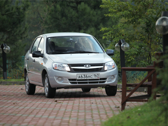 """Гранта"" опередила по продажам Hyundai Solaris"