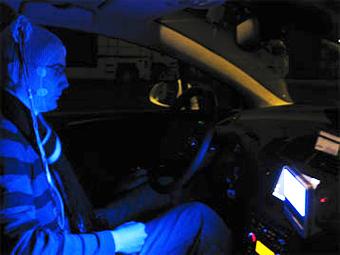 Синий свет назвали аналогом кофе для засыпающих водителей