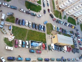 Половина машин в Москве осталась без парковочных мест
