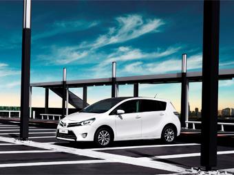 """""""Тойота"""" огласила рублевые цены на обновленный компактвэн Verso"""