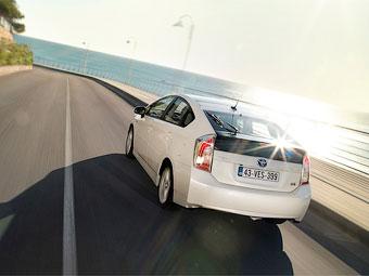 Новый гибрид Toyota Prius обзаведется полным приводом
